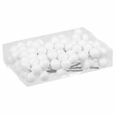 Plastic 10x bundeltjes met 8x witte glitter mini kerstballen stekers kunststof 3 cm