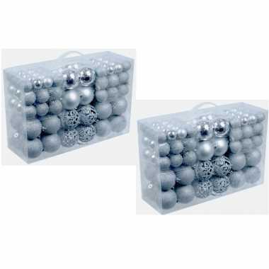 Plastic 2x pakket met 100x zilveren kunststof kerstballen 3, 4 en 6 c