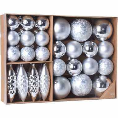 Plastic kerstballen/ornamenten pakket 31x zilveren kunststof kerstballen mix