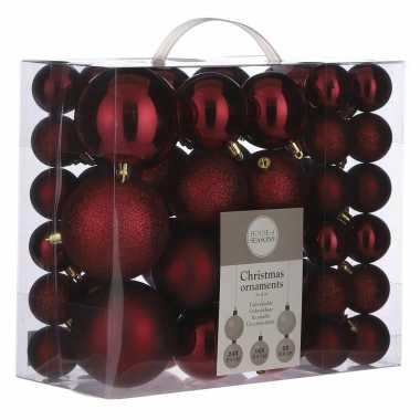 Plastic kerstballenpakket 46x donkerrode kunststof kerstballen mix