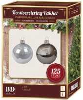 Plastic 125x kerstballen mix zilver en wit kunststof 180 cm boom