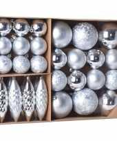 Plastic kerstballen ornamenten pakket 31x zilveren kunststof kerstballen mix