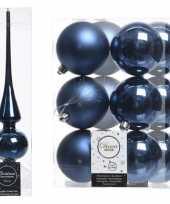Plastic kerstboom decoratie blauw piek en 12x kerstballen 8 cm