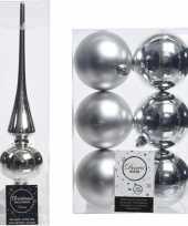 Plastic kerstboom decoratie zilver piek en 6x kerstballen 8 cm